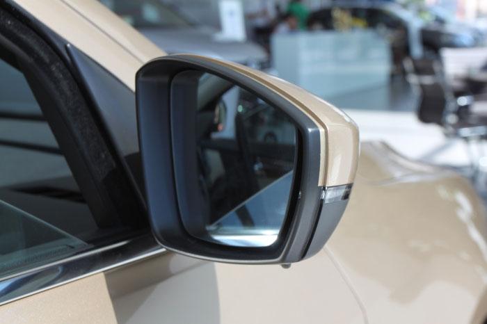 车内后视镜拆卸图解 大众