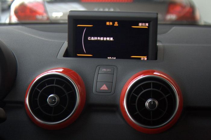 奥迪a1限量版 显示屏和音响